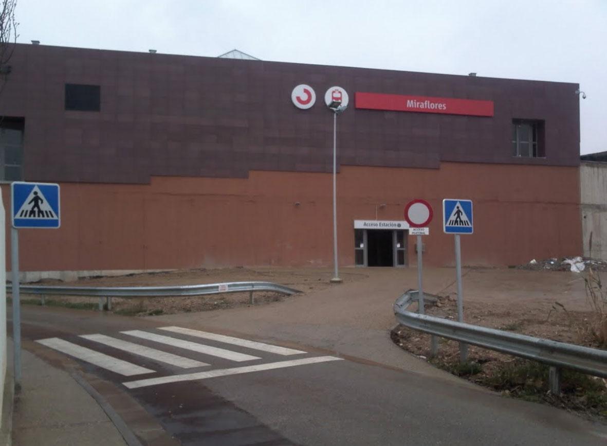 Miraflores commuter train station 8764